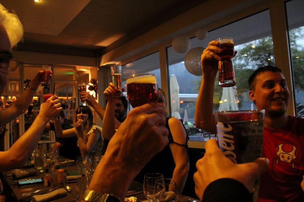l'équipe première place porter un toast