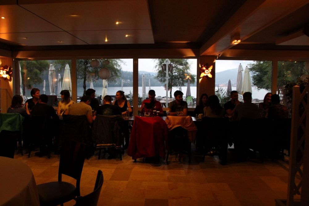 l'équipe première place au restaurant le lido